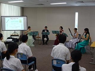 音楽鑑賞会が開催されています。